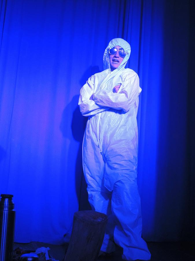 """Obra """"Me convertí en un Superhéroe"""", """"Autores"""" La Cocina de los Dramaturgos en Kika Arte Bar, Rosario. Claudio Moda autor. Candela Fernández Directora"""