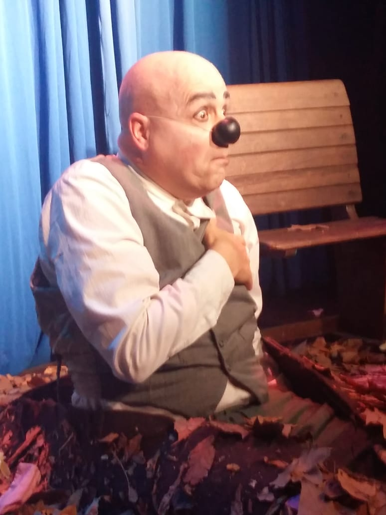 """Obra de clown """"Solos"""" con Claudio Moda en Kika Arte Bar Rosario"""