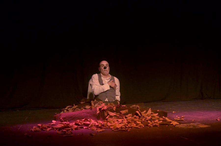 Muestra grupo Desfazados, obra Suenan solos, Clown Claudio Moda, Patricia Larguía