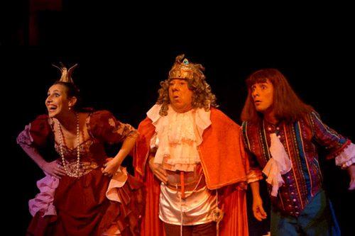 Cocina de los dramaturgos, obra Mi reina Runchi. Dramaturgo Claudio Moda